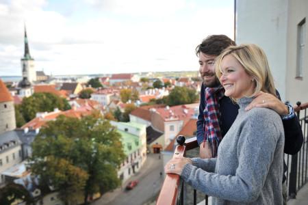 Пара в Таллине, фотосессия в старом городе, найти фотографа